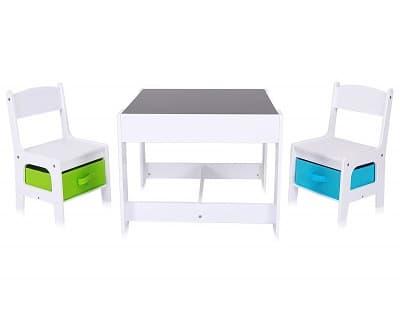 mesas y sillas de niños en madera